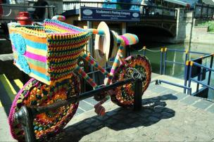 knitted bike at scud amore quayside