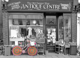 knitted bike outside the antique chemist mill road